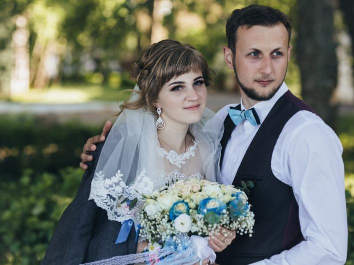 Щасливі молодята Марина і Василь