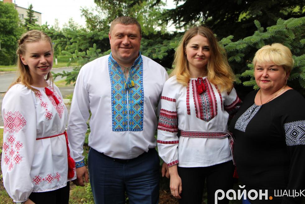 Василь Голядинець не проти пофотографуватися і з колективом районної ради