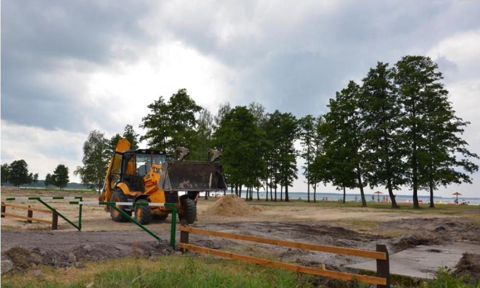 Тривають роботи з облаштування пляжу