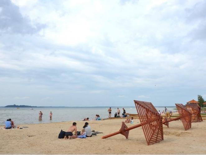 Центральний пляж у Світязі поступово набуває цивілізованого вигляду