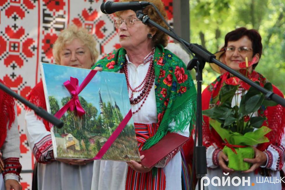 Польський колектив привітав подарунком...
