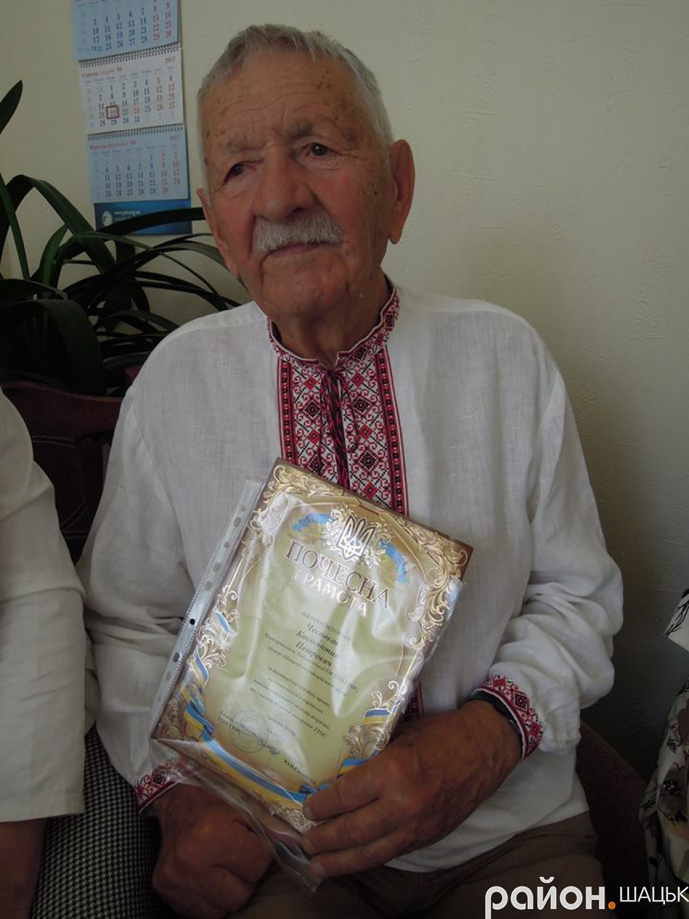 Костянтин Чесноков з нагородою