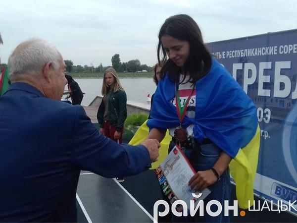 Грамоту і медаль за ІІІ місце отримує Софія Цюп'ях