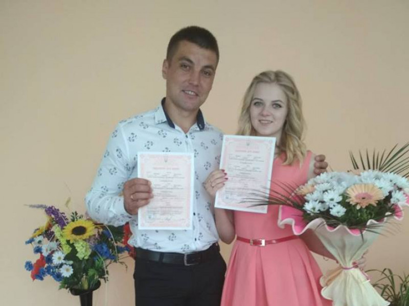 Молодята Михайло Верчук та Катерина Сень
