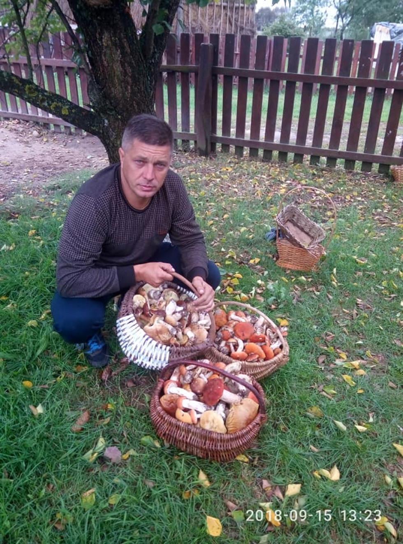 Олександрові Лончуку поталанило назбирати аж три кошики грибів