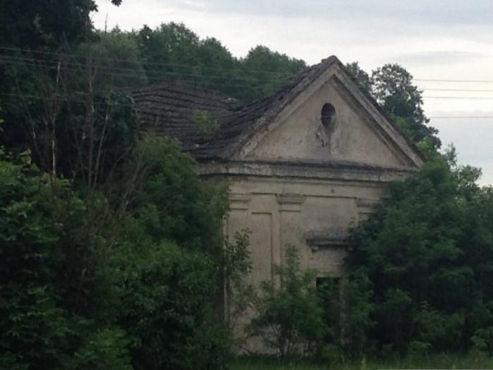 Занедбана пам'ятка архітектури в селі Піща