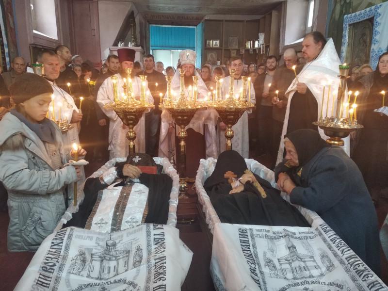 Монахів поховали на території монастиря