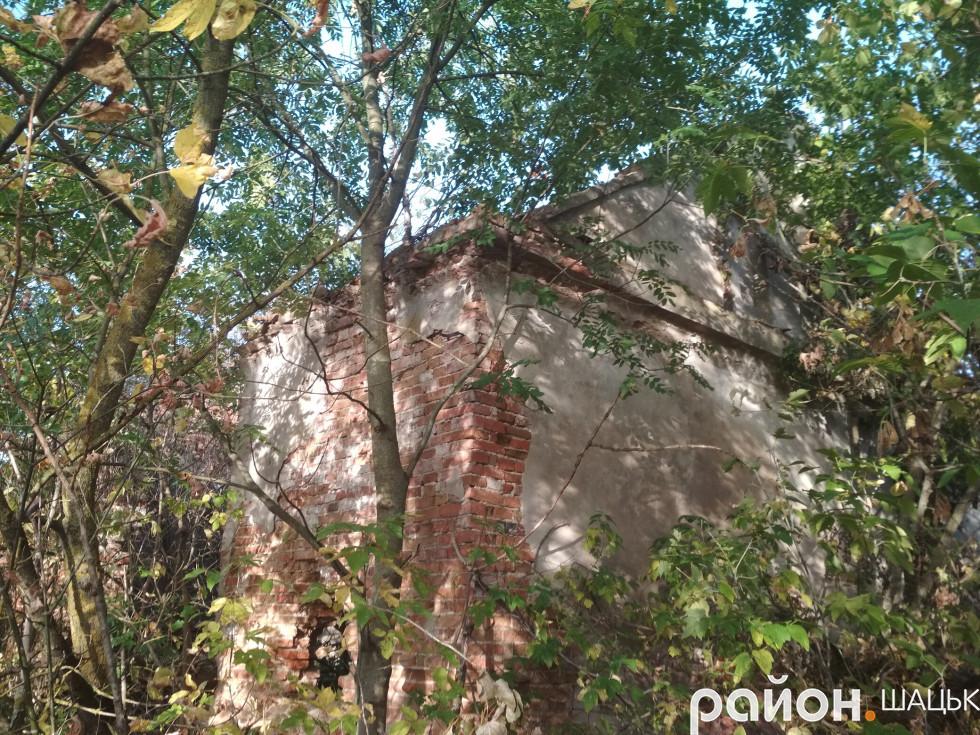 Біля садиби Гутовських ще є над чим працювати