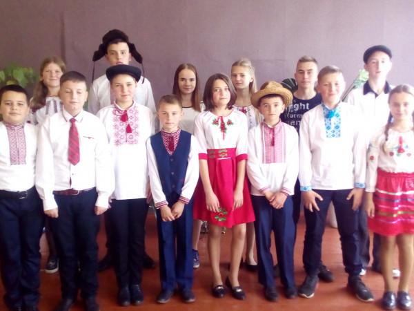 Учасники конкурсу «Посміхнемось щиро Вишні»