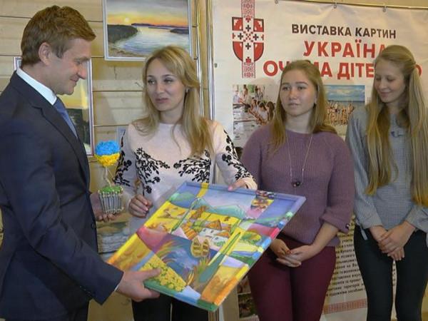 Виставка картин «Україна очима дітей АТО» розгорнута за сприяння Степана Івахіва