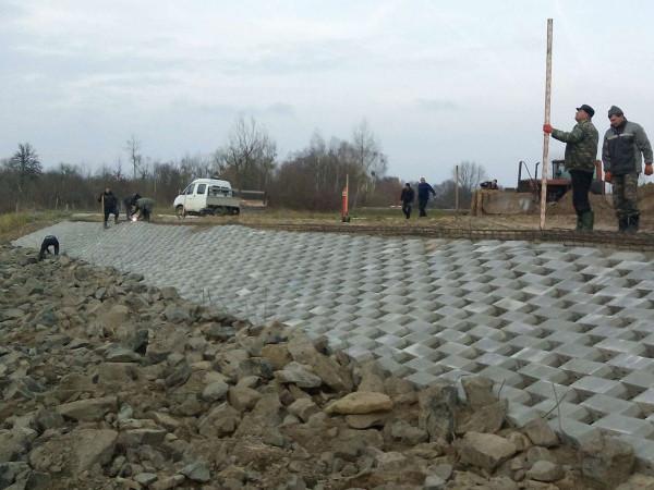 Роботу виконують працівники Шацької експлуатаційної дільниці Ратнівського міжрайонного управління водного господарства