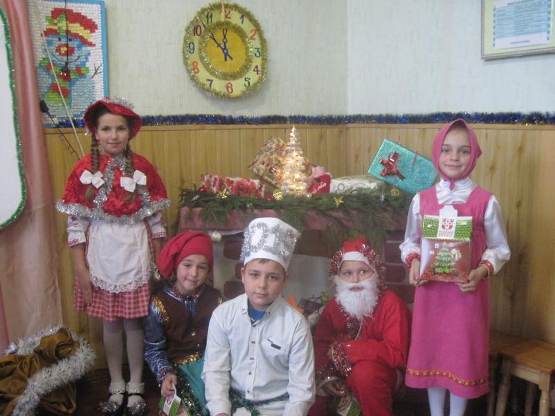 Діти у яскравих костюмах перенесли глядачів у справжню новорічну казку