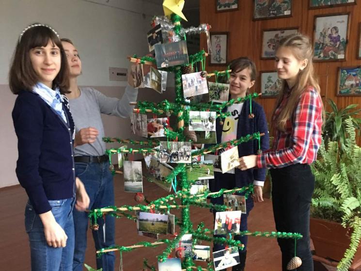 У Світязькій школі створили екологічну ялинку.