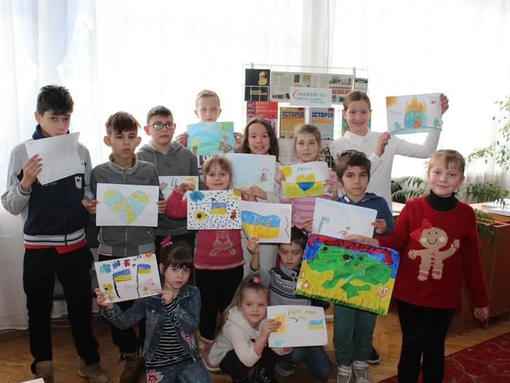 Діти своїми творчими роботами презентували Волинь