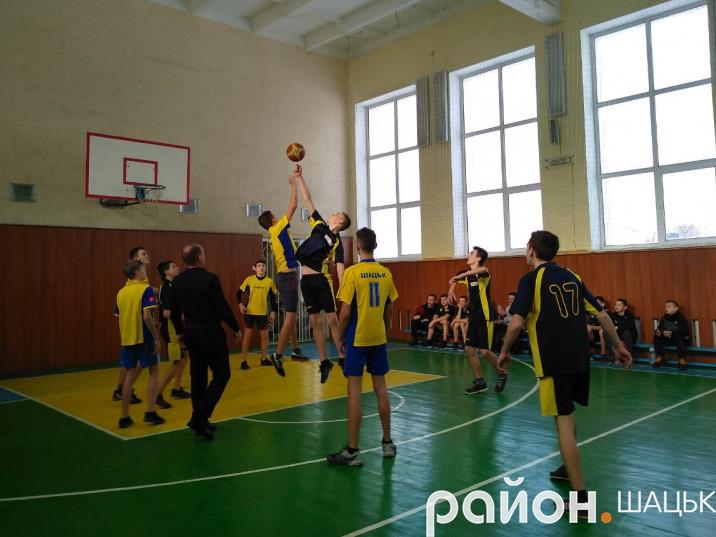 В Шацьку стартували XVII спортивні ігри школярів району з баскетболу.