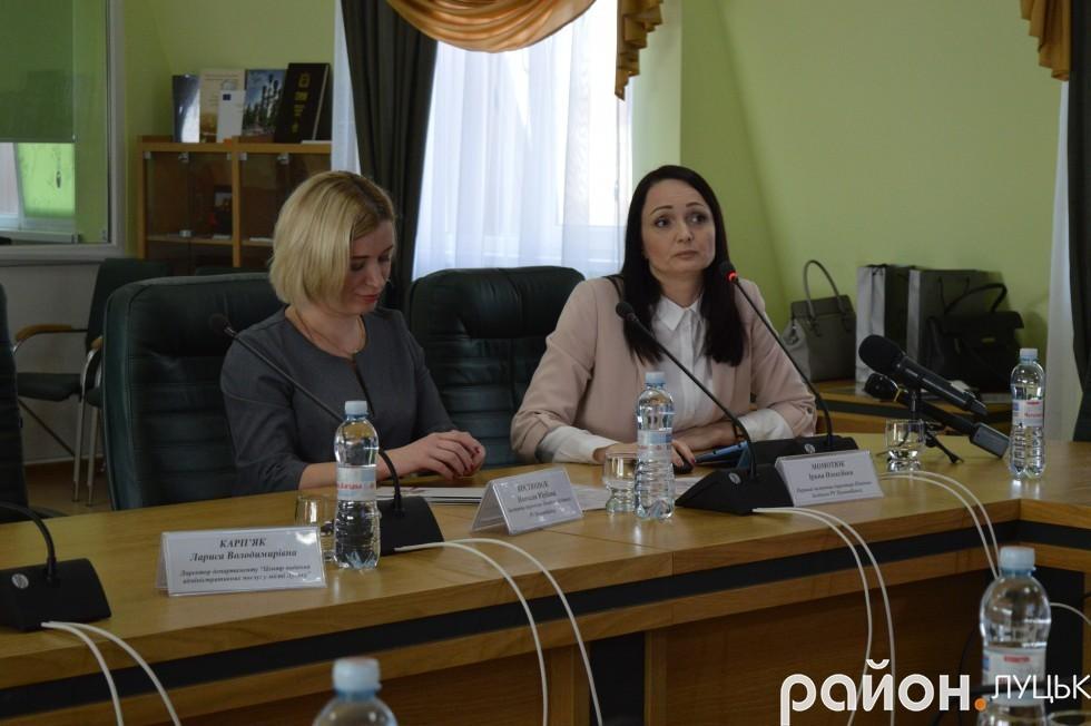 Праворуч Ірина Момотюк, перший заступник директора Північно-Західного управління ПриватБанку