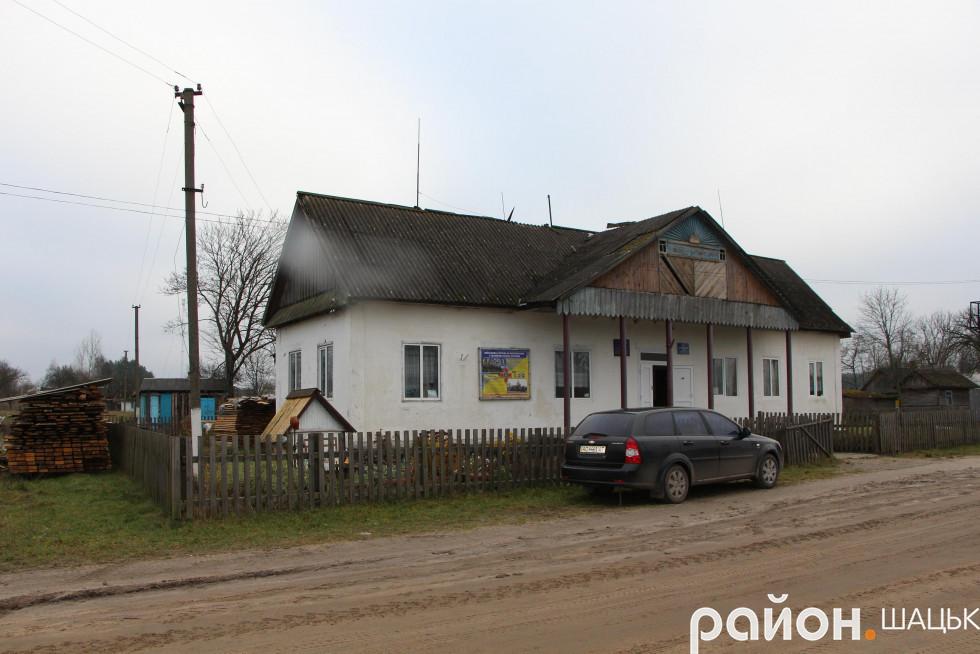 У планах - перекриття даху в сільському клубі