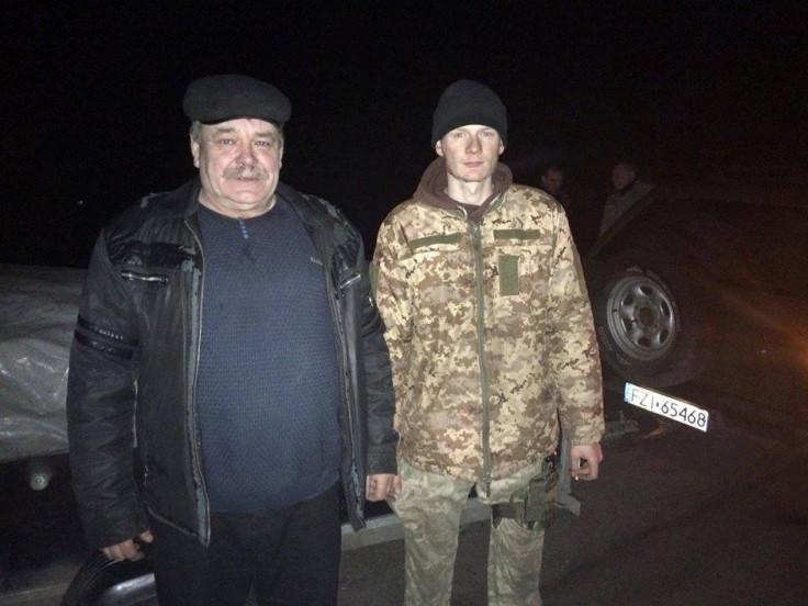 Петро Ткачук з військовим із села Мельники Сергієм Богутою