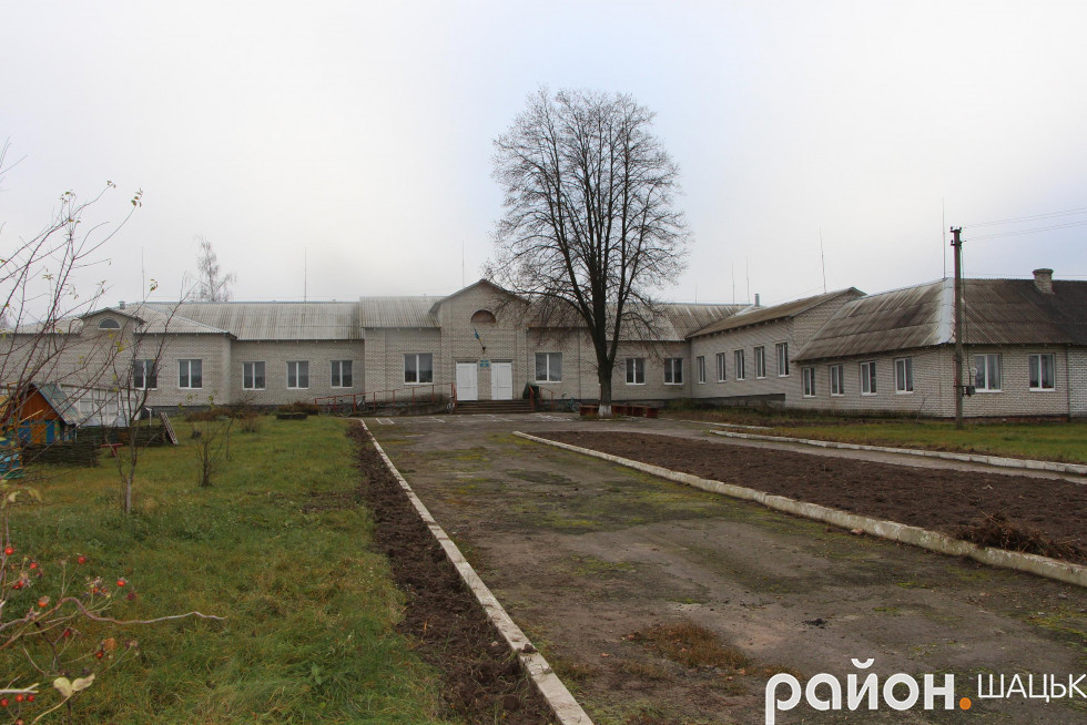 Новозбудована школа в Ростані