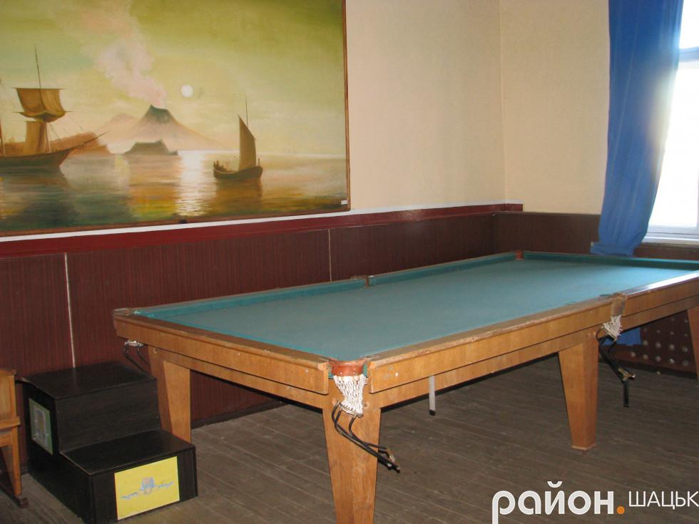 В актовому залі є більярдний стіл