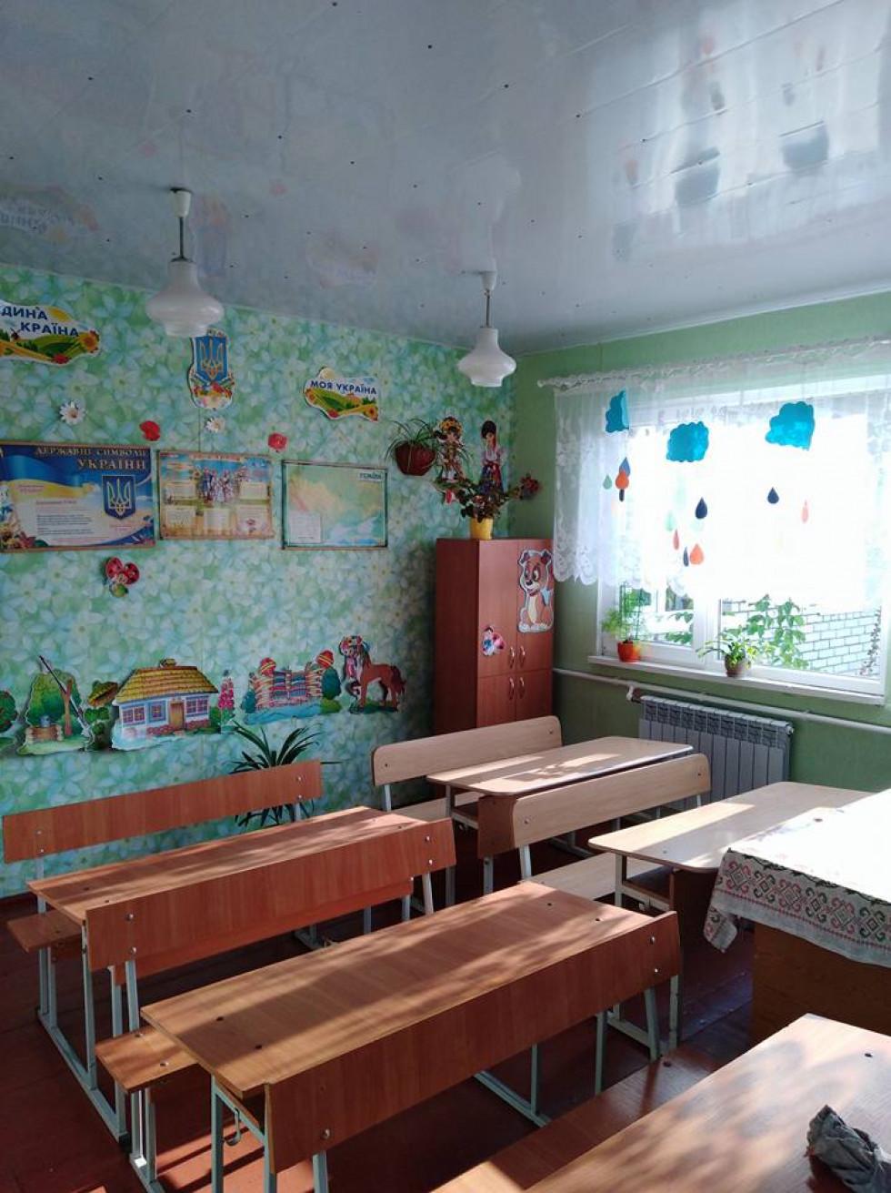 Першачки Ростанської школи навчатимуться у такому кольоровому класі