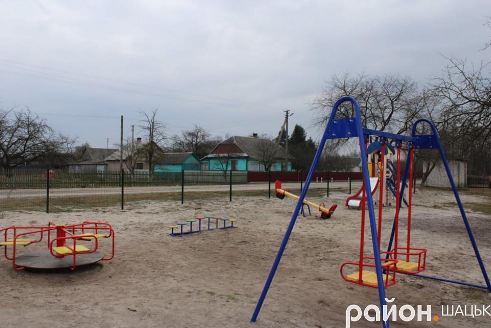 Дитячий майданчик - радість для дітей і окраса села