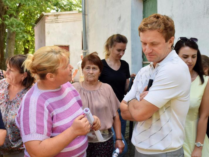 Під час зустрічі мешканців району із народним депутатом Степаном Івахівим