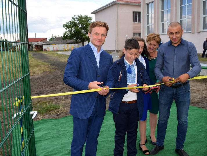 Степан Івахів відкрив у Шацьку нове футбольне поле