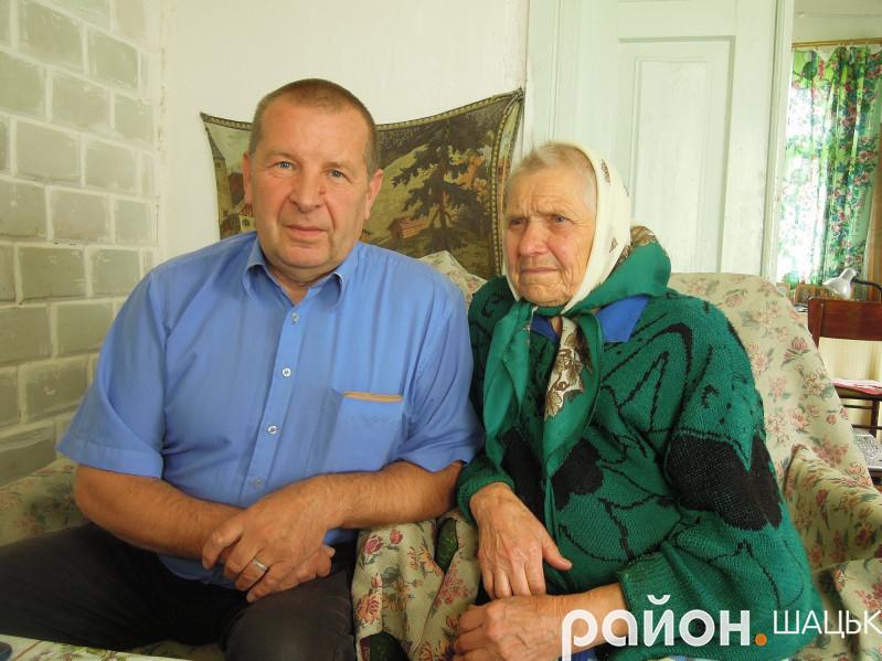 Ніна Бугайчук і її син Сергій бачили космонавтів на Шацькій землі