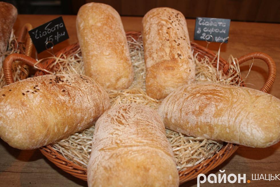 Пекарня пропонує відвідувачам декілька видів чіабати