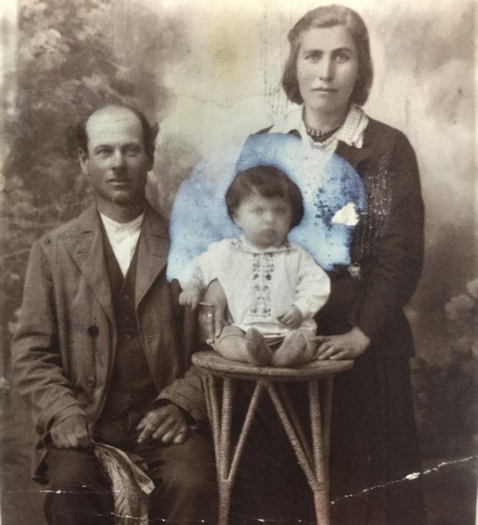 Прадід Данило з сім'єю.