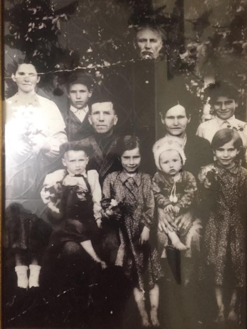 Родина Віри Дзядук (матері Геннадія). 1953 рік
