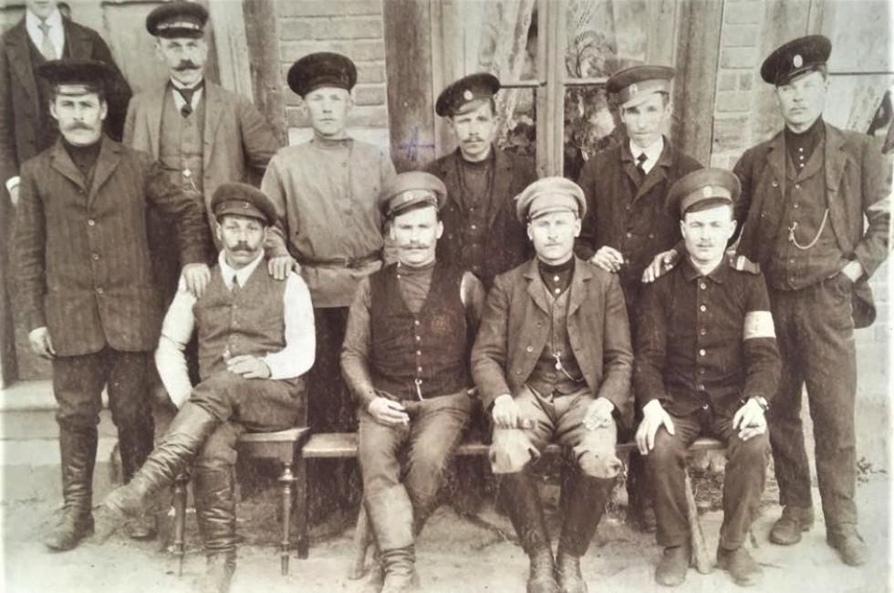 Прадід Данило у німецькому полоні. 1918 рік (перший справа у другому ряду)
