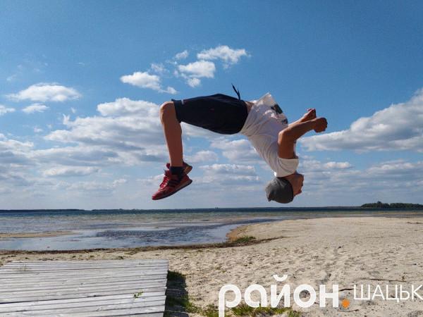 Денис Голядинець вміє робити сальто і фантастичні стрибки в різних площинах та напрямах