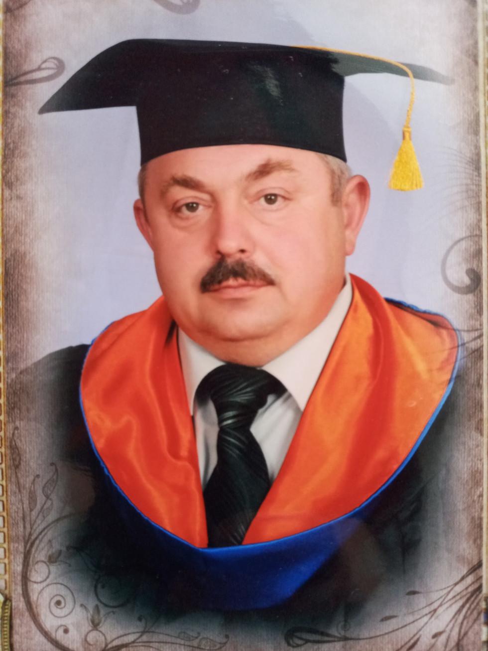Володимир Дибель отримав диплом національної академії державного управління при президентові України, здобувши освітній ступінь магістра