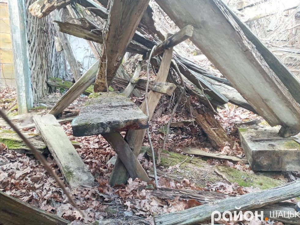 В хаті Ядамиці збереглися деякі меблі